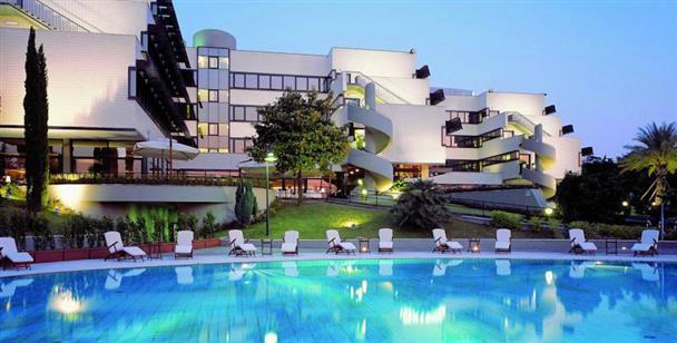 Day use roma nh roma villa carpegna offerta con - Hotel piscina roma ...